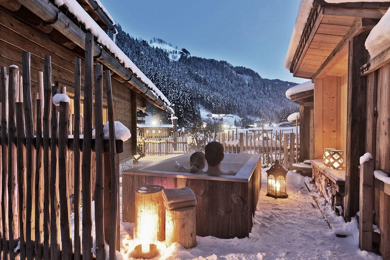 Holiday Village Holzleb'n winter outdoor bathtub